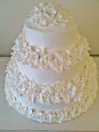 Smoothed Ercream Icing With Roses Wedding Cake